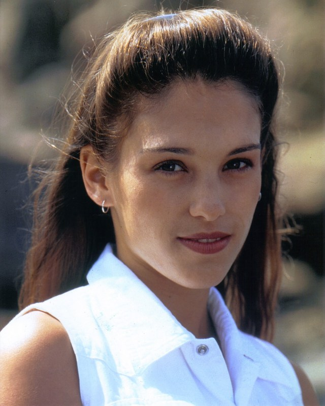 Amy Jo Johnson Face