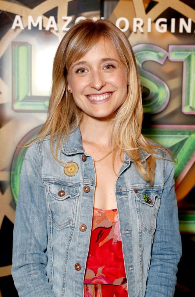 allison mack sexy smile