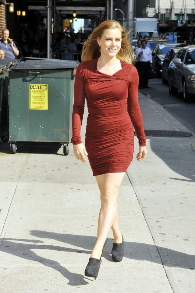 amy-adams-arriving-at-the-late-show-with-david-letterman-in-new-york-bikini-897820229