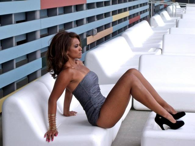 Lesley-Ann Brandt Sexy Pictures