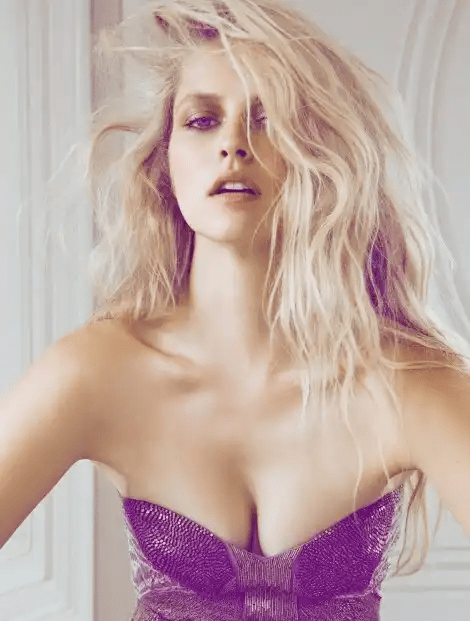 Teresa Palmer Showing Boobs