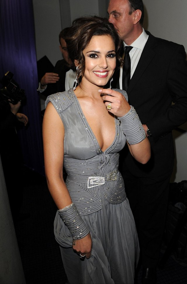 cheryl cole sexy cleavage