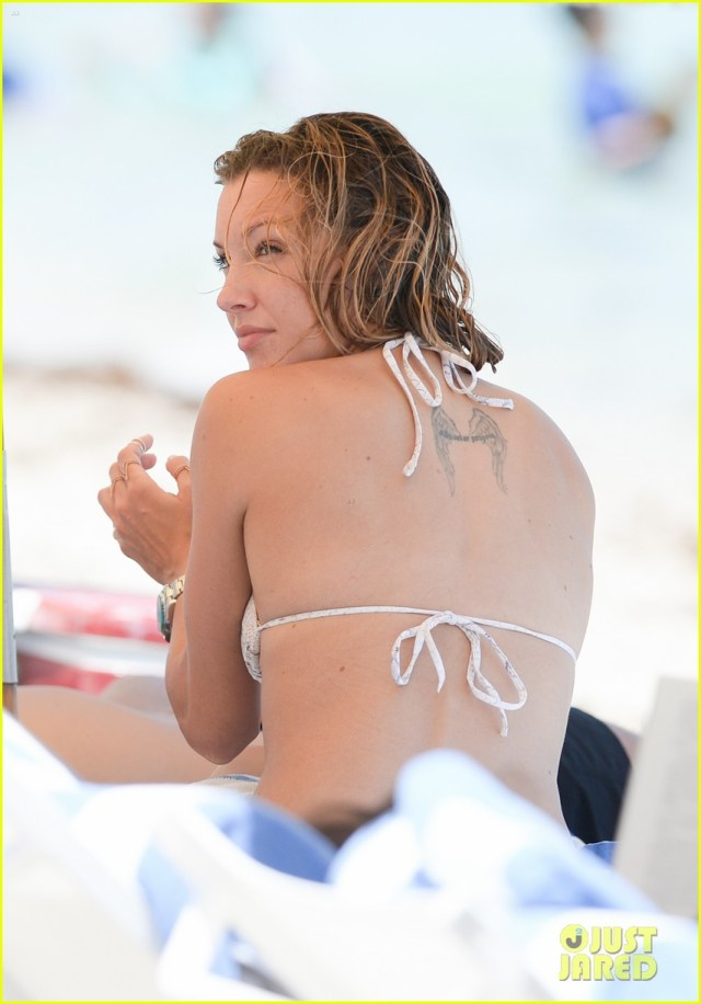 katie cassidy back
