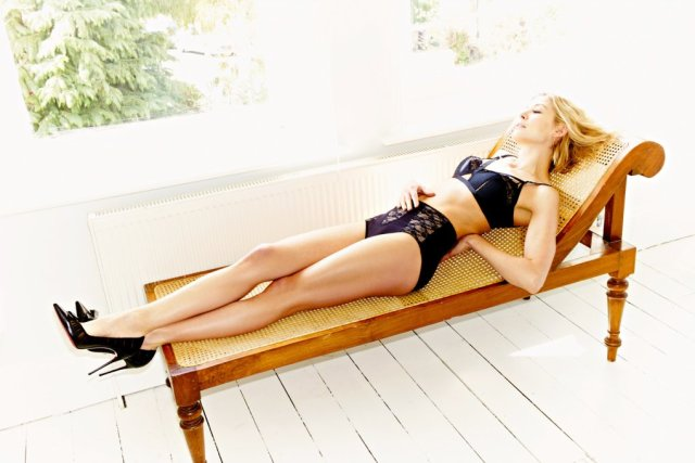rosamund pike lingerie pictures