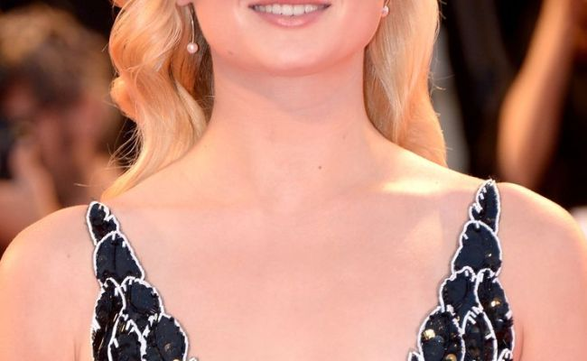 48 Hottest Sophie Turner Bikini Pictures Will Drive You