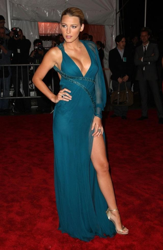 Blake-Lively-Sexy-in-Red-Carpet