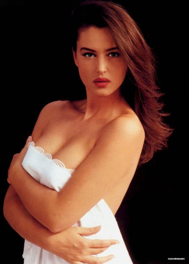 Monica Bellucci naked 3