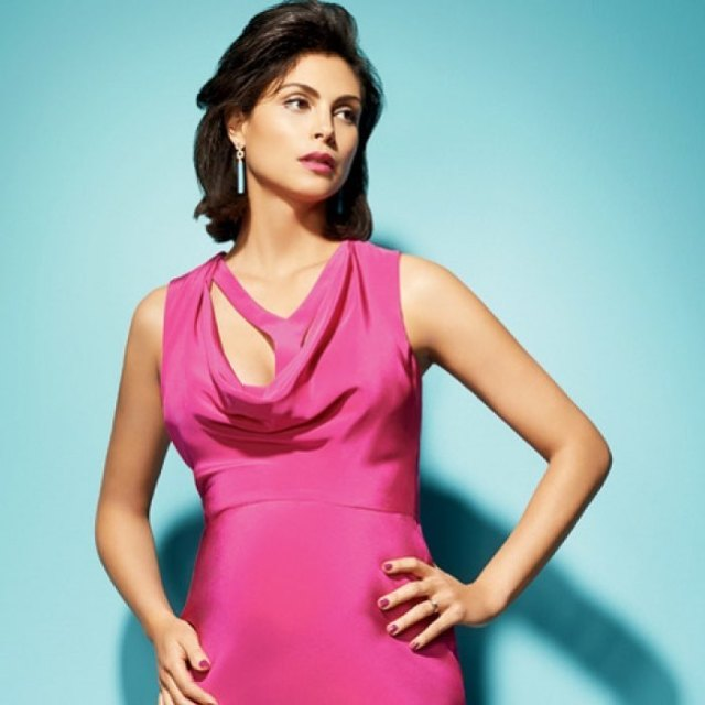 Morena Baccarin Hot in Pink Dress