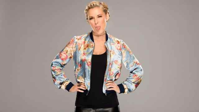 Renee Young Hot Pictures