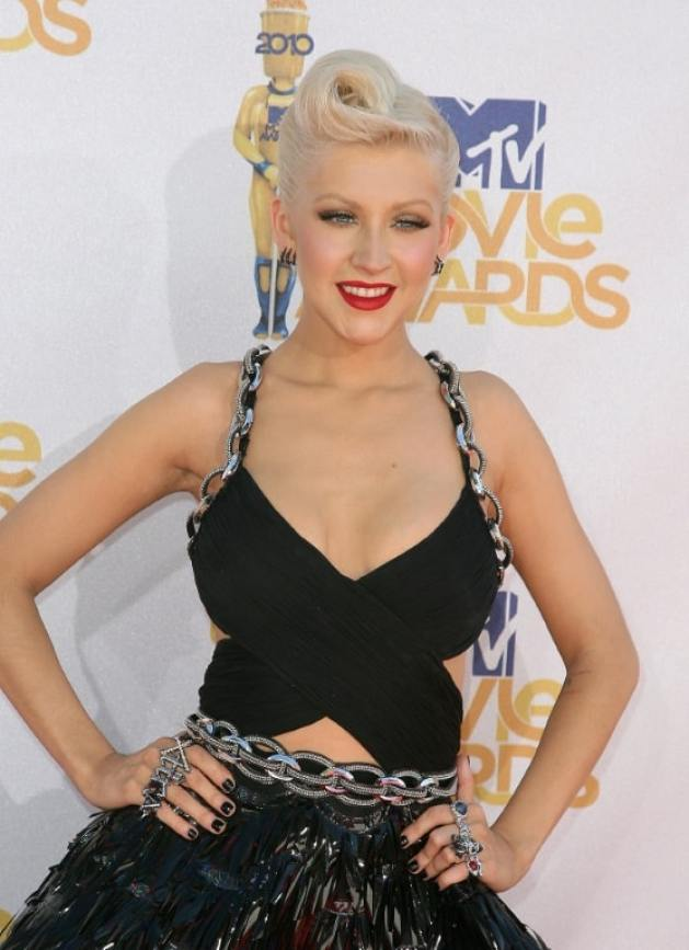 christina aguilera cleavage pictures