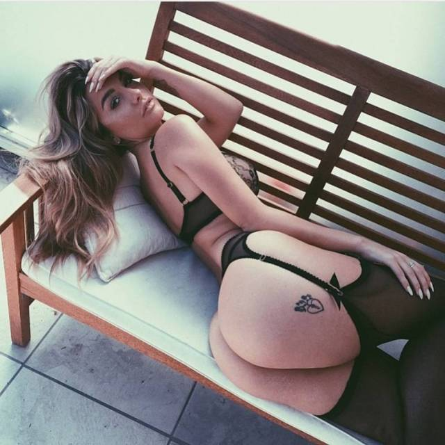 emily sears awesome booty pictures
