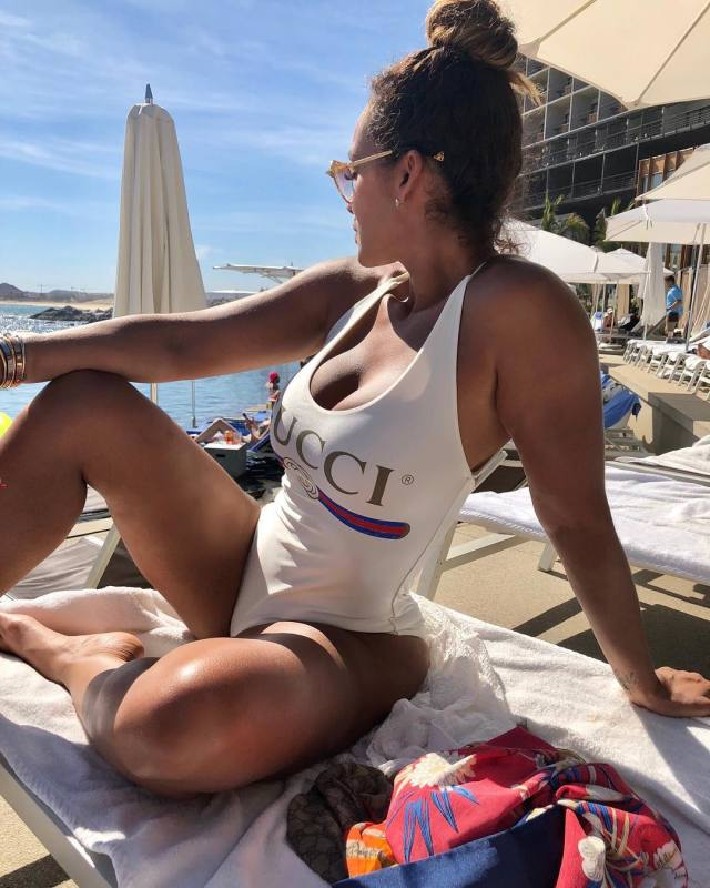 evelyn lozada swimsuit pictures