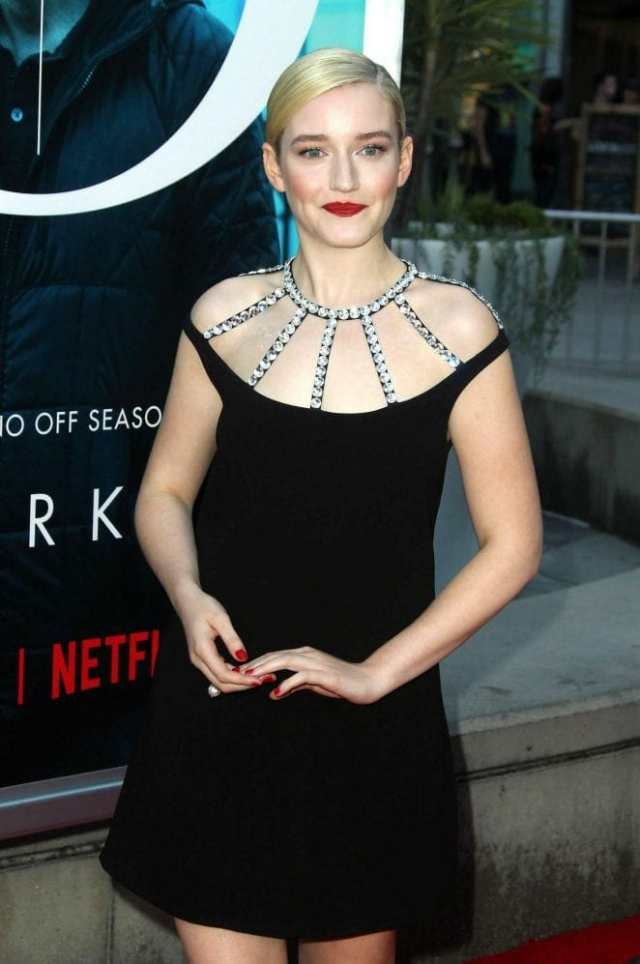 julia garner gorgeous look