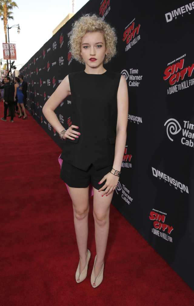julia garner red carpet