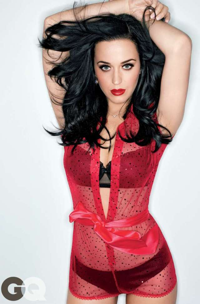 katy-perry-showing-major-cleavage