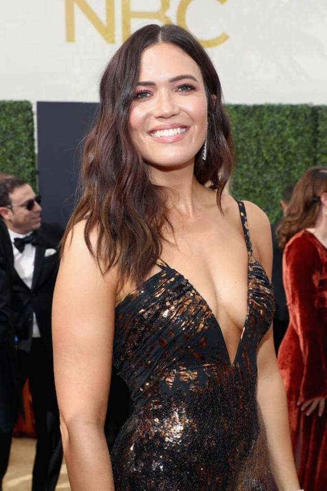 mandy moore sexy cleavage