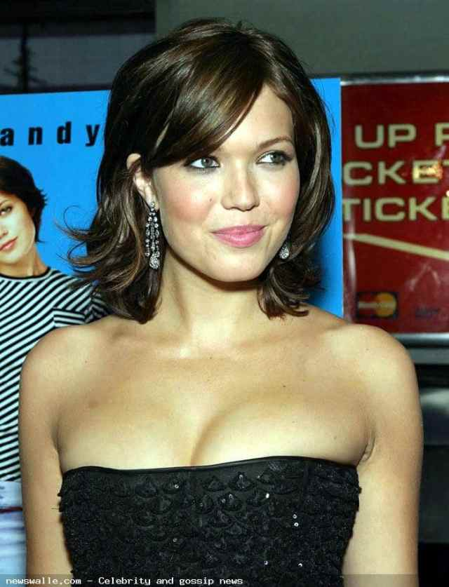 mandy moore sexy smile