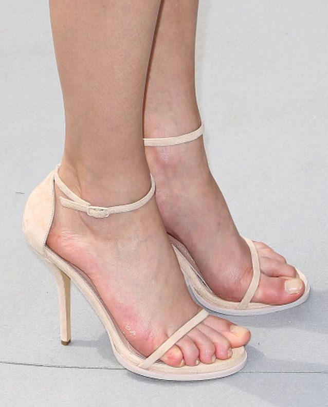 Angelina Jolie sexy toes pic