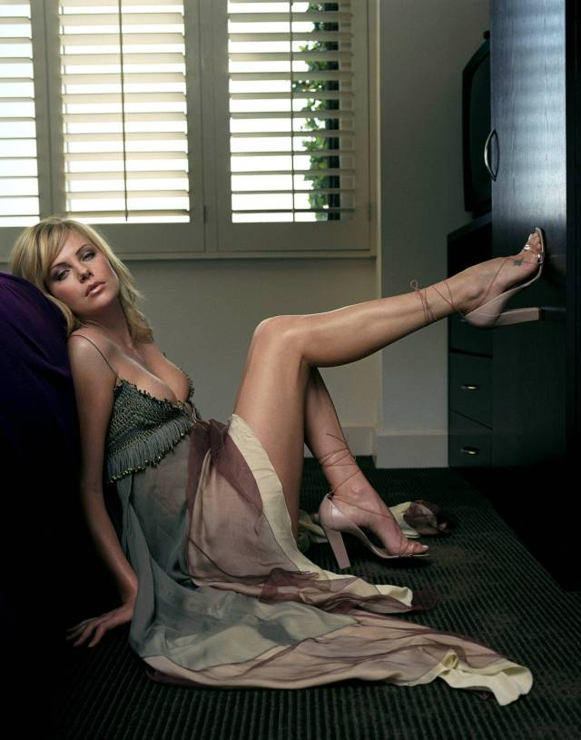 Charlize Theron Sexy Feet Picture