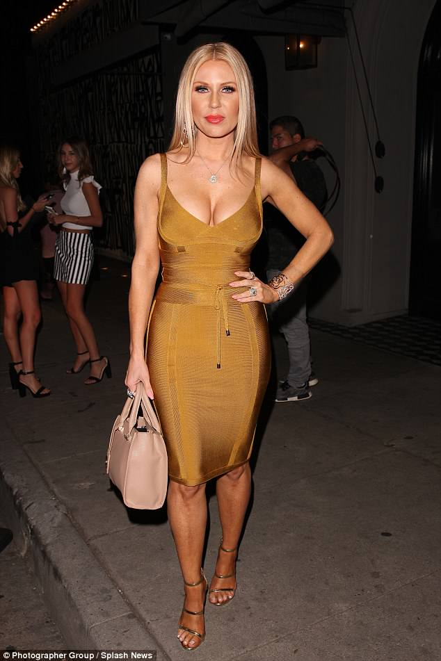 GRETCHEN ROSSI sexy cleavages