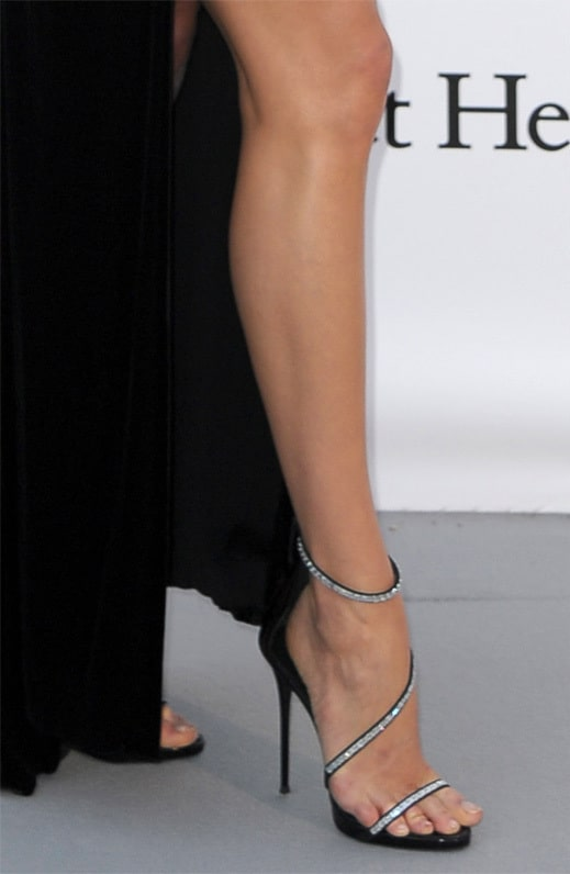 Karlie-Kloss-Sexy Toes pictures