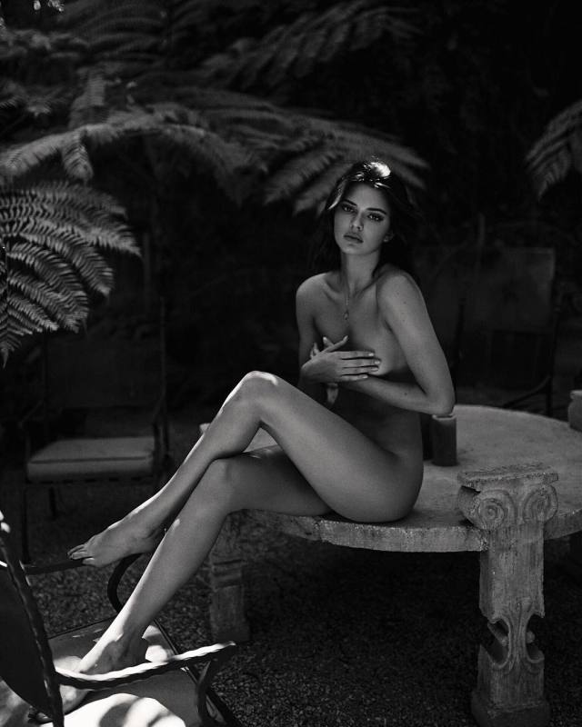 Kendall Jenner feet pictures