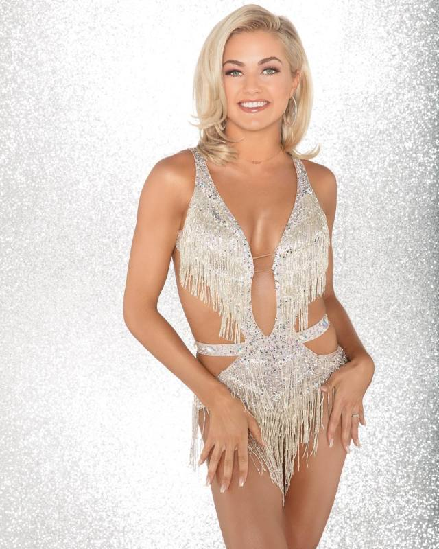 Lindsay Arnold cleavages awesome pic
