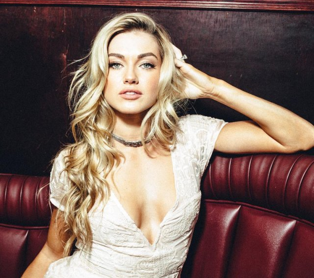 Lindsay Arnold sexy cleavages