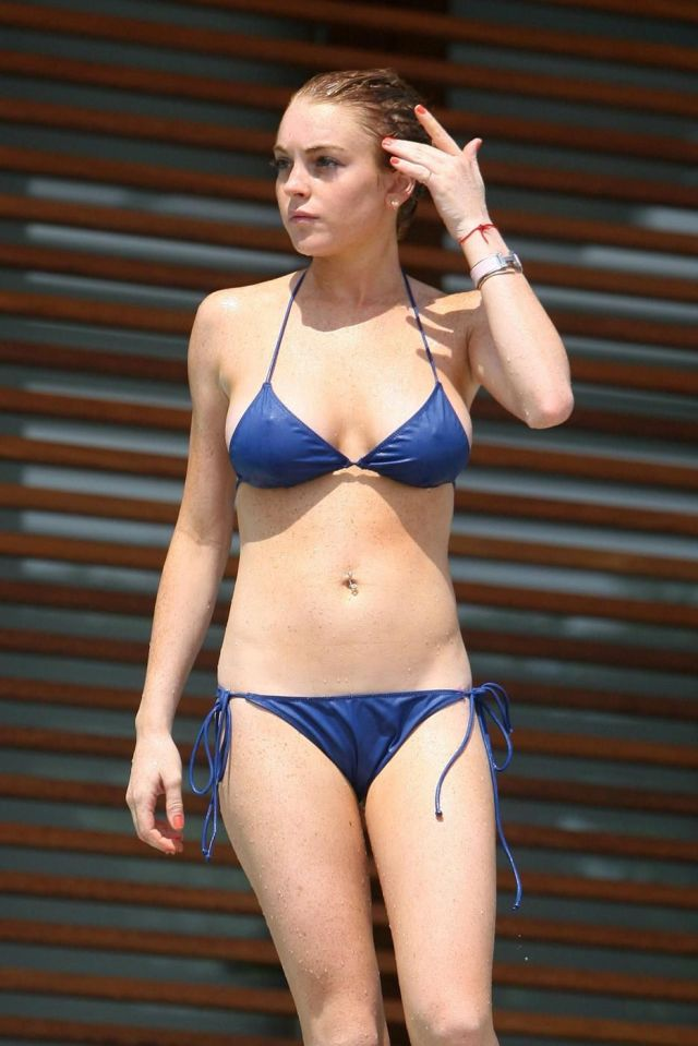 Lindsay Lohan sexy in blue