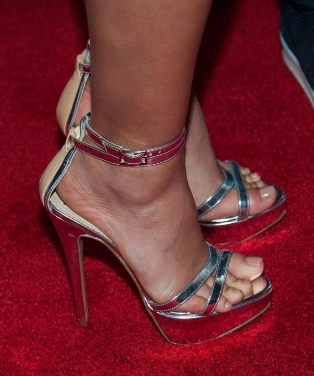 Morena-Baccarin-Feet-sexy high heels pictures