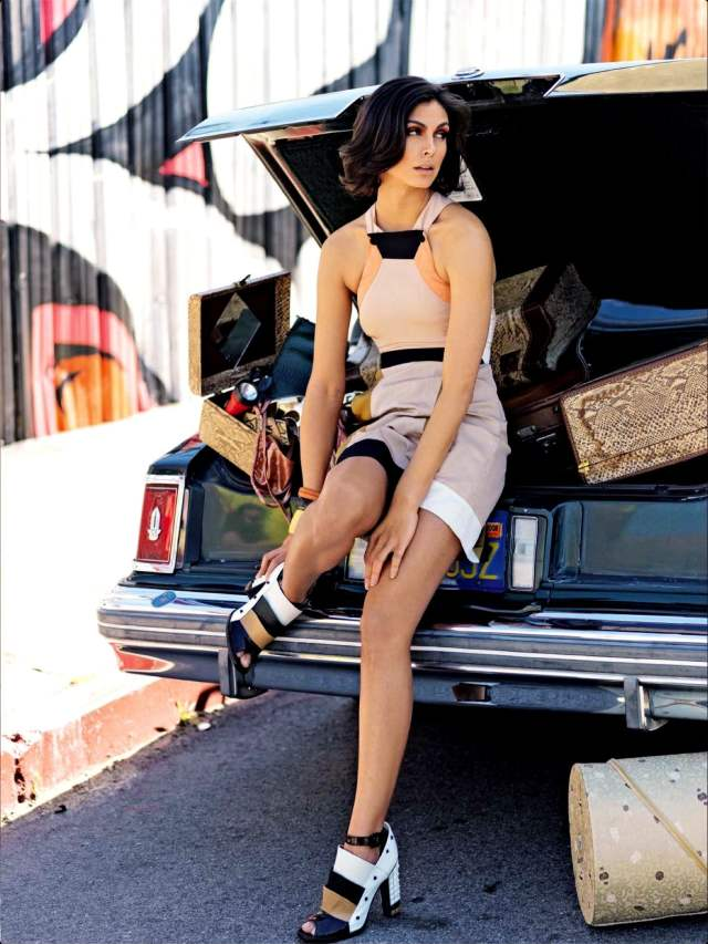 Morena-Baccarin-Sexy Bare Feet pictutres