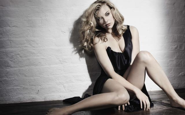 Natalie Dormer Sexy Toes