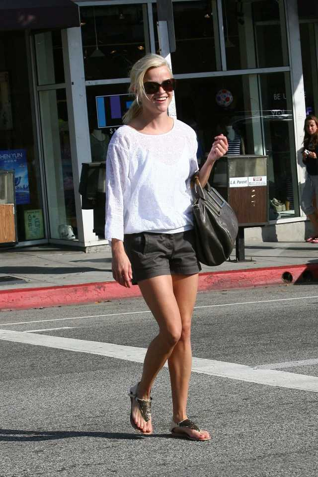 Reese-Witherspoon-awesome pictures feet