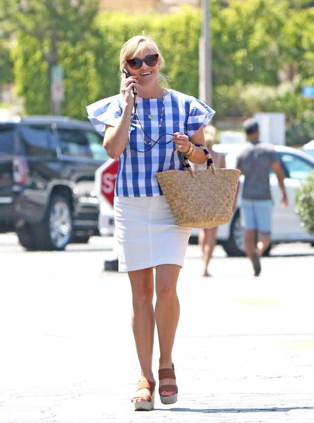 Reese Witherspoon hot high heels pic
