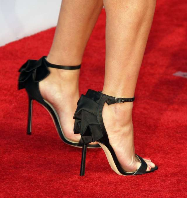 Reese-Witherspoon-sexy high heels