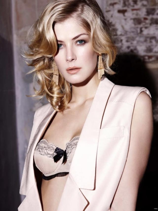 Rosamund Pike cleavages sexy