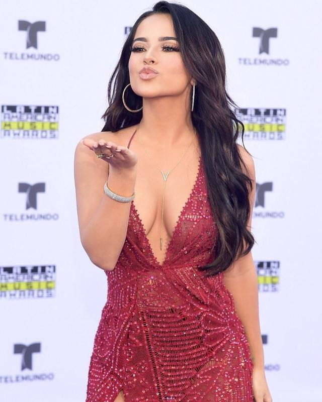 becky g cleavage pics