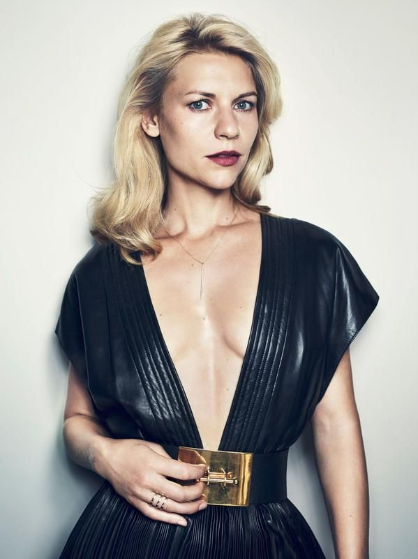 claire danes sexy cleavage pics