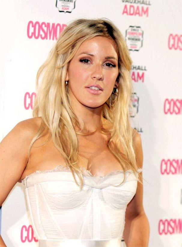 ellie-goulding-sexy side boobs