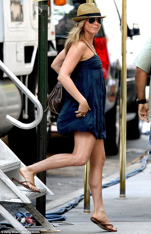 jennifer aniston sexy feet soles pictures