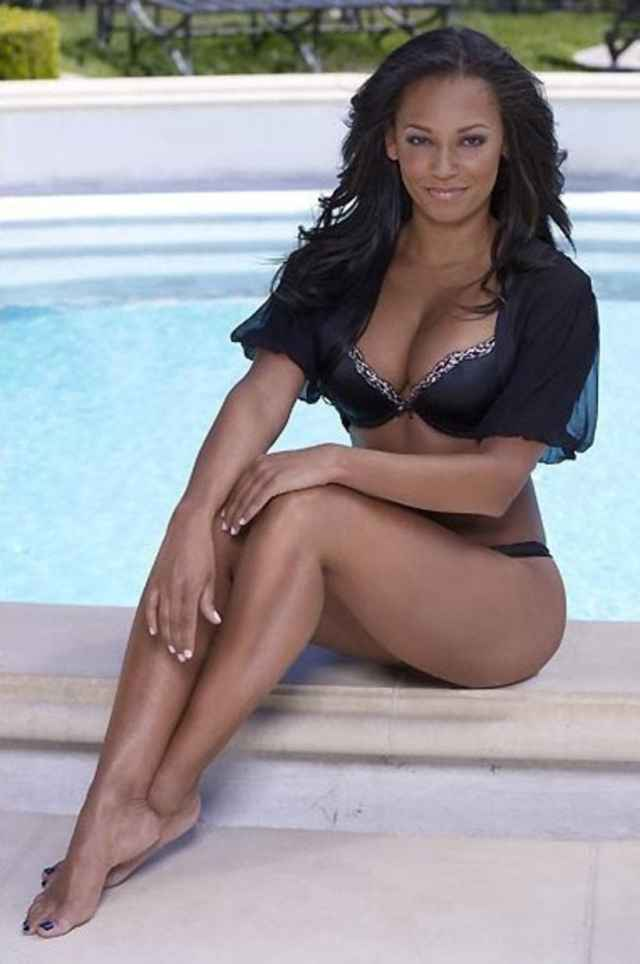 mel b sexy pictures legs