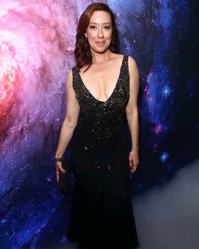 molly parker cleavage pictures
