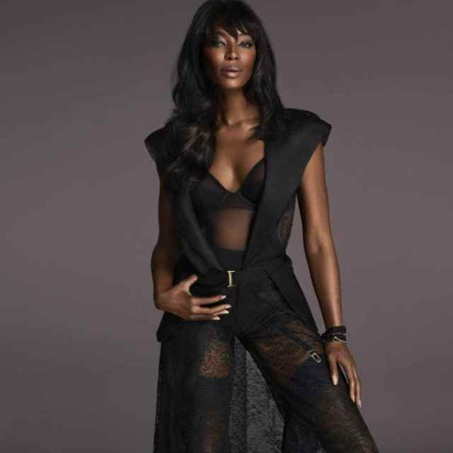 naomi campbell cleavage