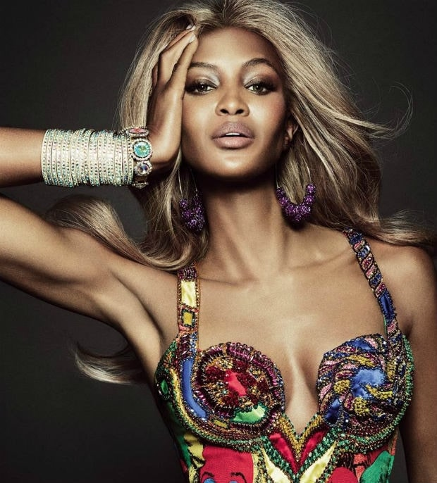 naomi campbell hot cleavage