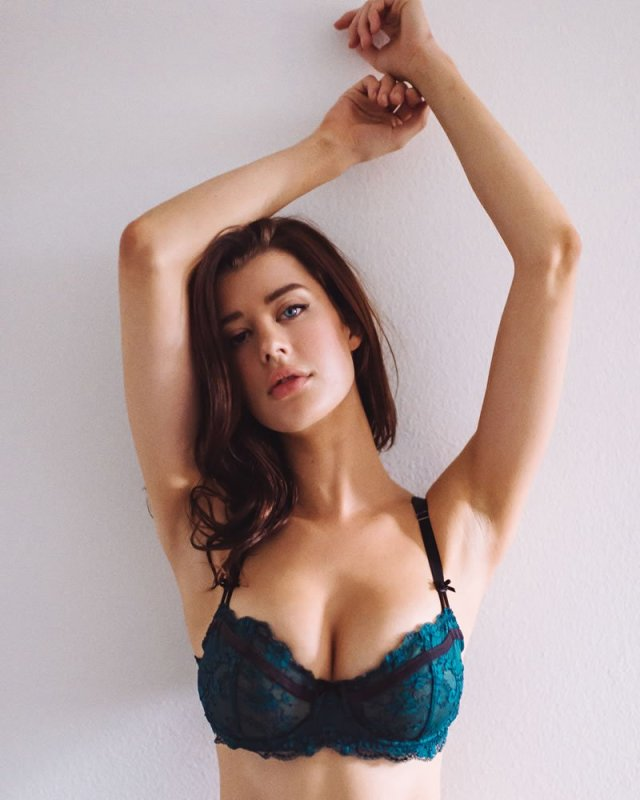 sarah mcdaniel sexy pictures