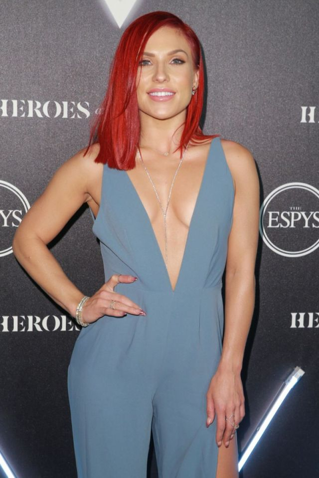 sharna_burgess sexy claavages