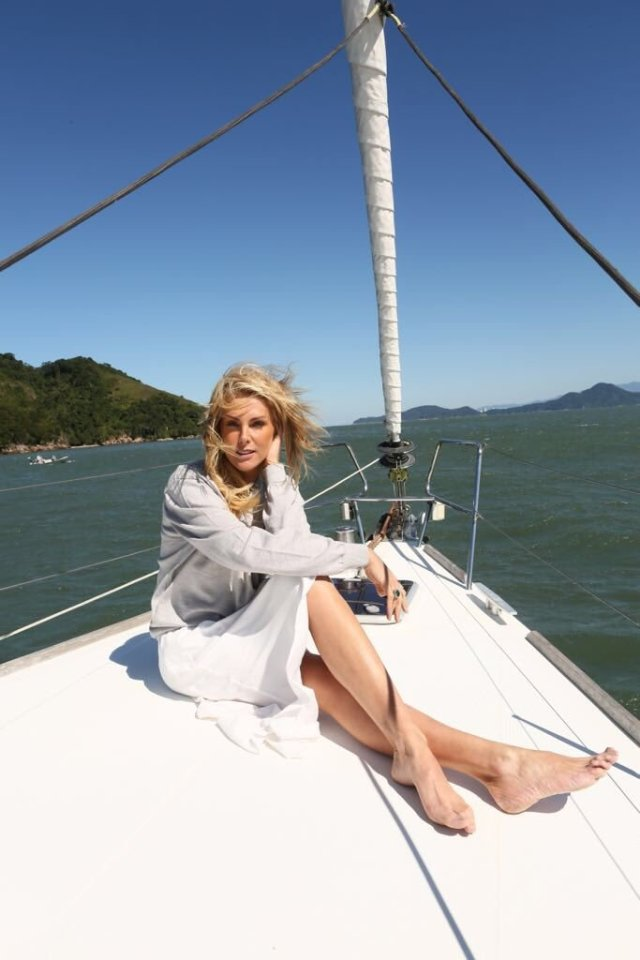 Ana Hickmann on Boat