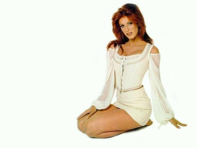 Angie Everhart too hot in white