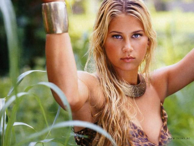 Anna Kournikova sexy in nature