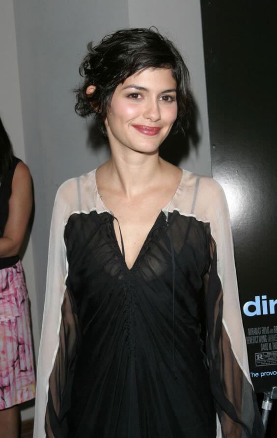 Audrey Tautou sexy cleavage pic